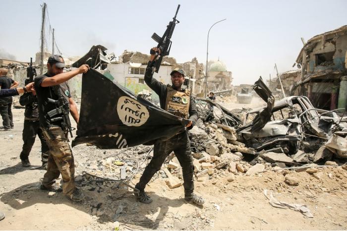 """Un mois après sa chute, les principales dates du """"califat"""" de l"""
