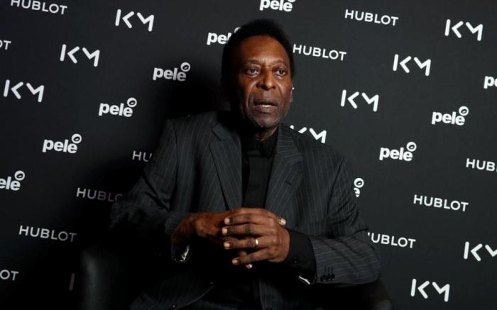 Foot:   Pelé hospitalisé à Paris après sa rencontre avec Mbappé