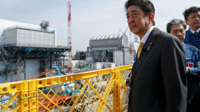Arbeiter entfernen Brennstäbe aus Reaktor in Fukushima