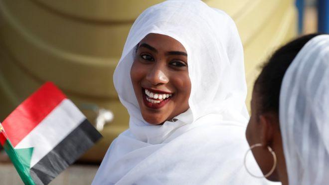 """مظاهرات السودان: المجلس العسكري """"يعتقل اثنين من أشقاء البشير ضمن حملة تشمل رموز النظام السابق"""""""