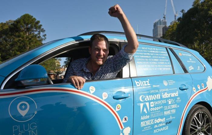 Il achève le «voyage le plus long » en voiture électrique