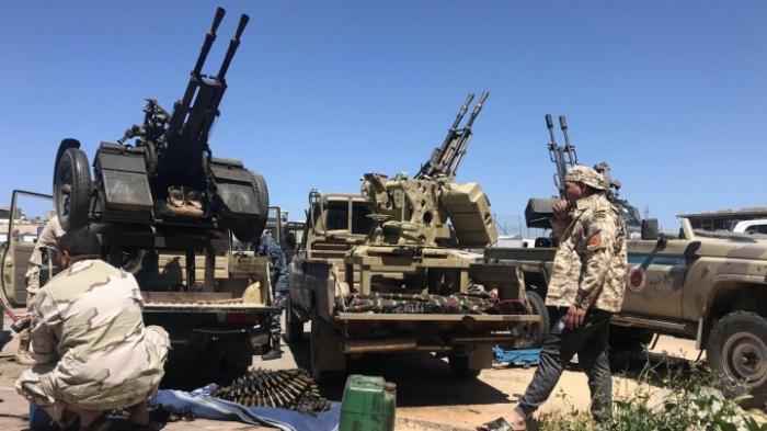 Fast 1.800 Kinder sitzen rund um Tripolis fest