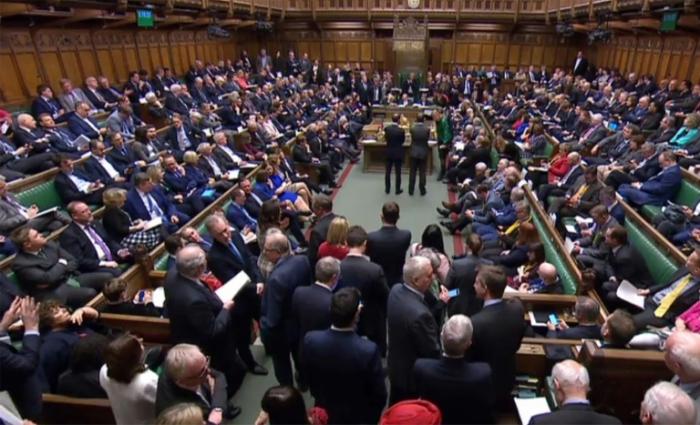 Royaume-Uni :  les députés ont voté pour un report du Brexit