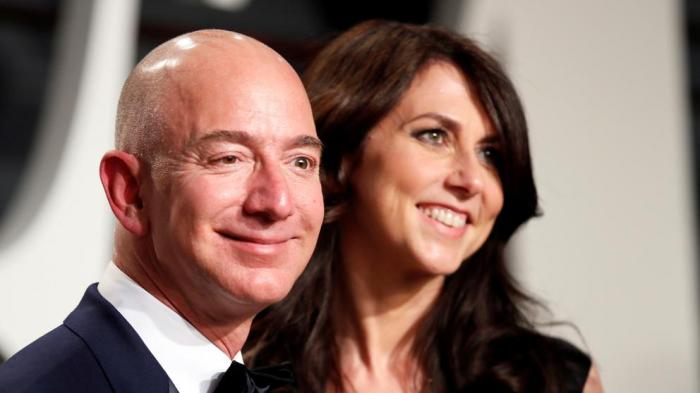 Bezos cede a su exmujer el 25% de sus acciones en Amazon