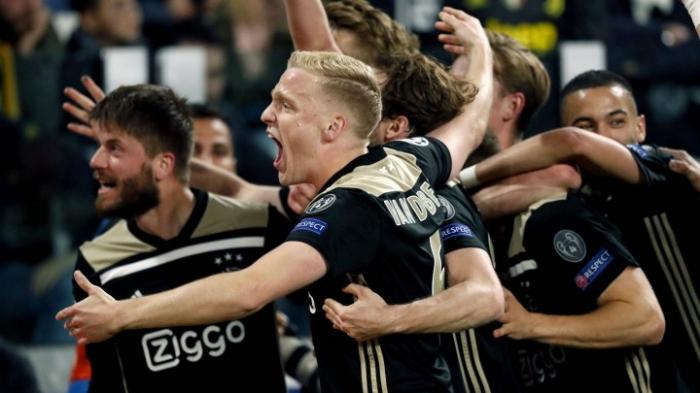 Amsterdam und Barcelona im Halbfinale