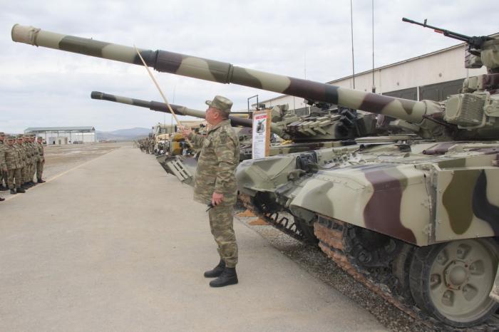 Examen de l'équipement militaire avant les exercices conjoints Azerbaïdjan-Turquie - VIDEO