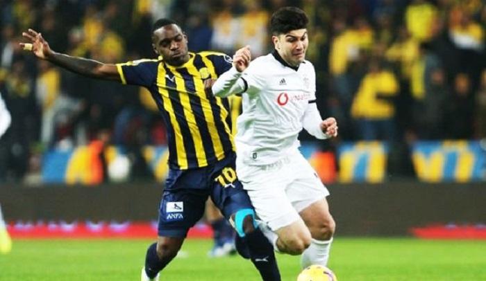 """""""Beşiktaş"""" rəqibini darmadağın etdi"""