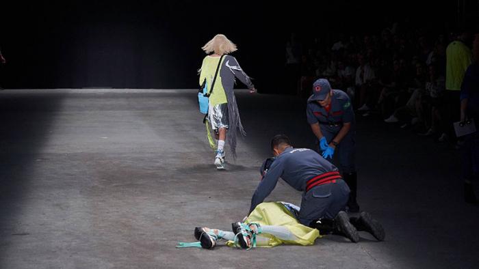 Modelo muere en la pasarela durante la semana de la moda en Brasil