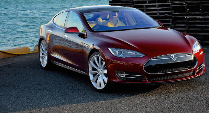 Un Tesla explota en un aparcamiento de Shanghái (vídeo)