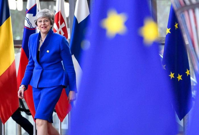 """Brexit :   Theresa May exhorte les députés à trouver un """"consensus"""""""