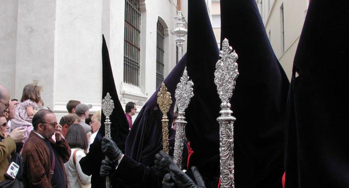 Polémica en España por la quema de muñeco de Puigdemont durante una fiesta de Semana Santa