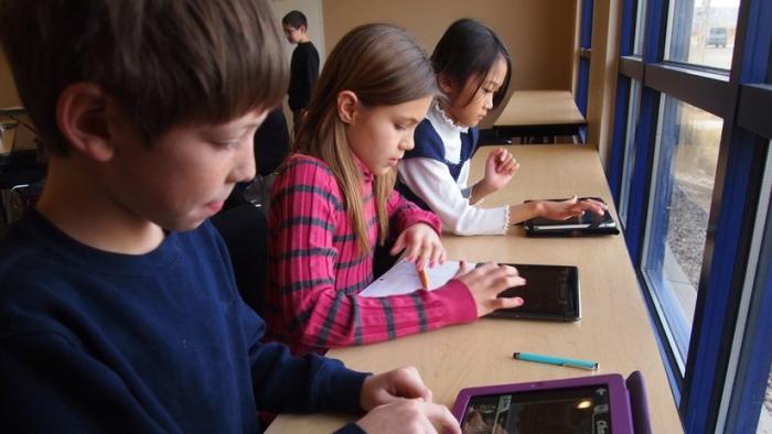 Estudio vincula la falta de atención de los niños con el uso excesivo de pantallas