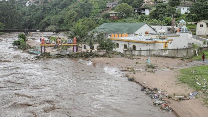 Mehr als 50 Tote durch Überschwemmungen und Erdrutsche