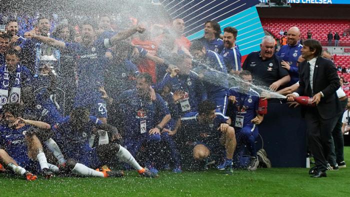 Los ganadores de la Copa de Inglaterra celebrarán la victoria con champán sin alcohol