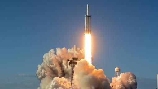Falcon Heavy de SpaceX décolle pour son premier vol commercial