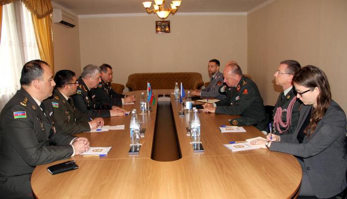 Jan Broeks visitel'Académie militaire des Forces armées - PHOTOS