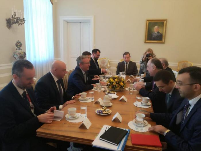 XİN başçısı Polşa Prezidenti Kabinetinin rəhbəri ilə görüşüb
