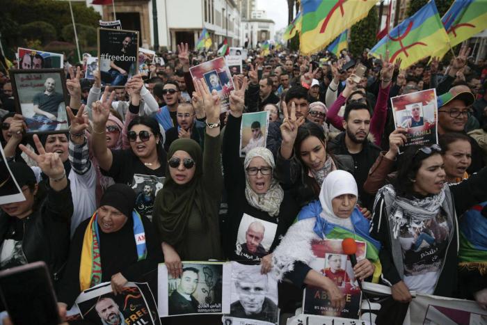Miles de marroquíes piden en Rabat la liberación de los presos del Rif