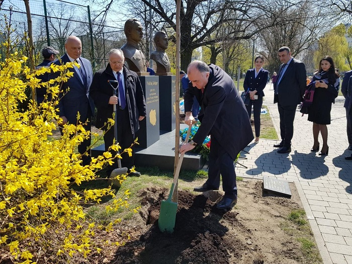 Mammadyarov participe à unecérémonie de plantation d'arbres à Varsovie