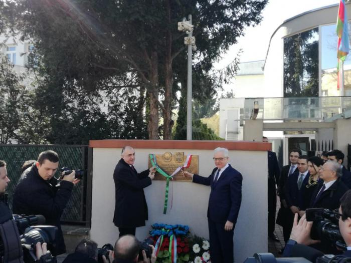لوحة تذكارية مكرسة لجمهورية أذربيجان الشعبية تتم الافتتاح في بولندا -  صور