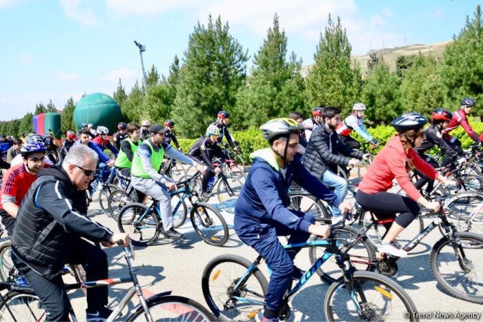 "Baku holds bike ride under the motto ""Less cars, more life"""
