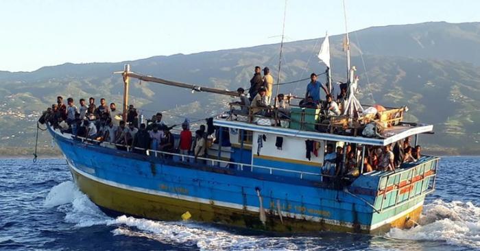 France:   un navire de 120 migrants intercepté à La Réunion