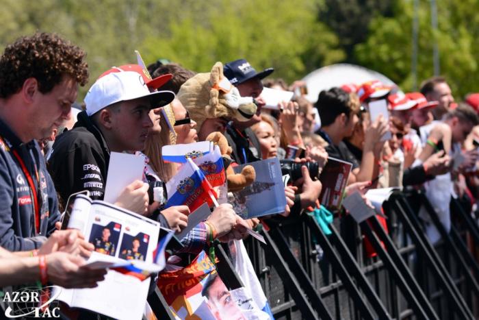 Se organiza la primera sesión de autógrafos de los pilotos de la Fórmula 1 en Bakú