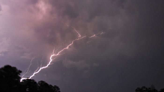 Una tormenta mortal se dirige a Washington y Nueva York con posibles tornados