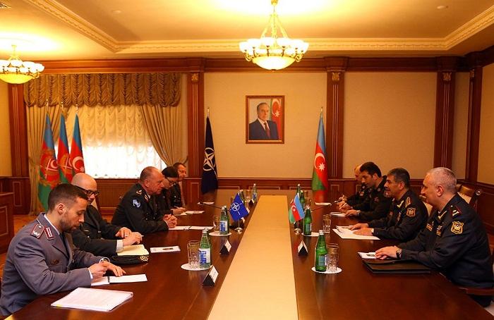 Discutidas las perspectivas de cooperación con la OTAN
