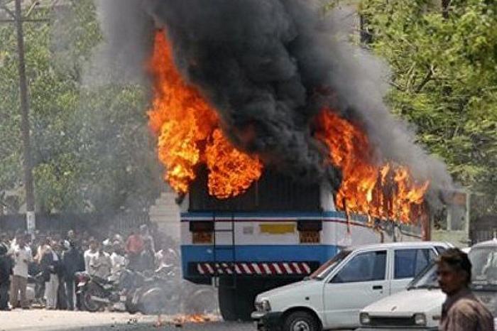 Hindistanda partlayış: 15 polis ölüb