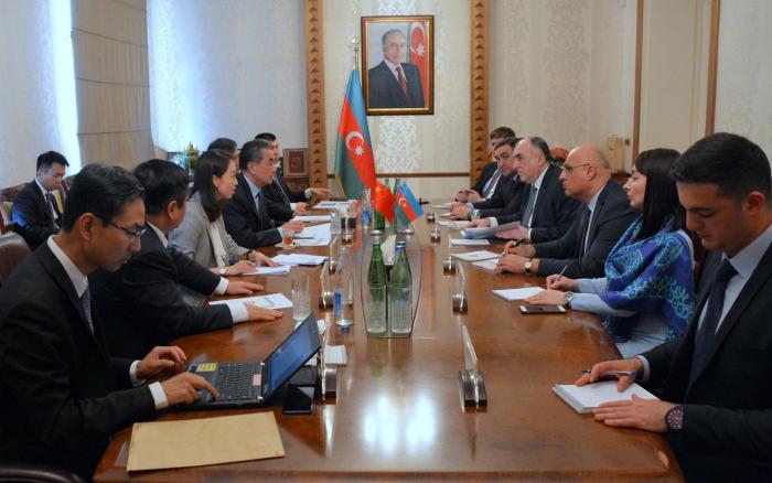 Se reúnen los cancilleres de Azerbaiyán y China