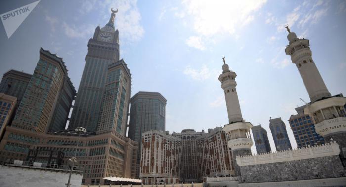 """الإمارات تدين """"استهداف مكة بصاروخ باليستي"""""""