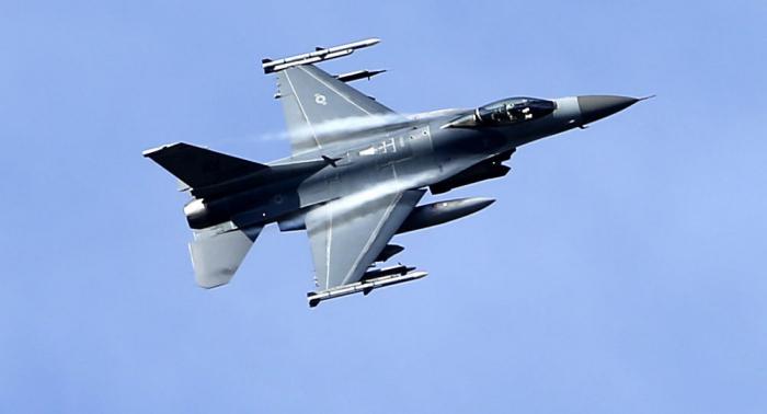 Le F-16 qui s'est écrasé en Californie aurait été armé de munitions réelles