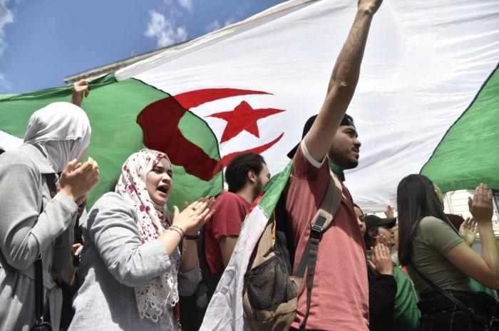 Algérie :   les étudiants dans la rue au lendemain d