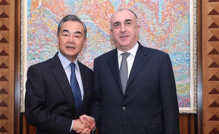 China profundizará cooperación con Azerbaiyán bajo la Iniciativa de la Franja y la Ruta, dice canciller chino