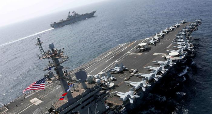 إيران...قائد البحرية يشير لابتعاد غير مسبوق لحاملة الطائرات الأمريكية عن سواحل البلاد