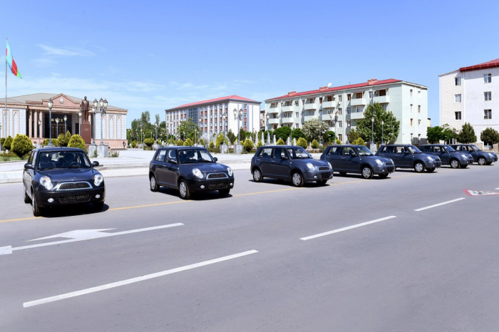Müharibə veteranlarına avtomobillər təqdim olundu