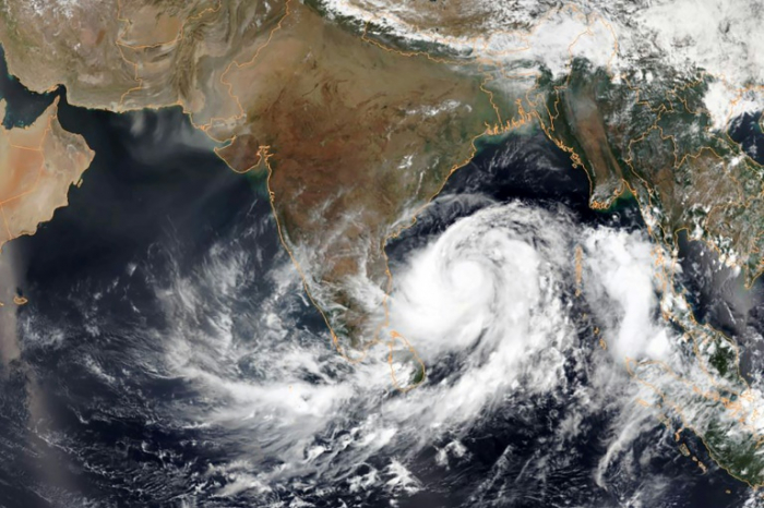 780,000 evacuated in India ahead of major cyclone