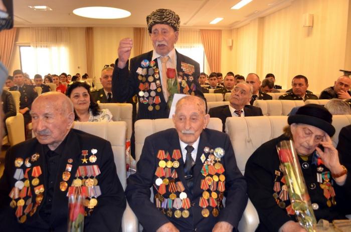 Böyük Vətən müharibəsi veteranları ilə görüş keçirilib - FOTOLAR