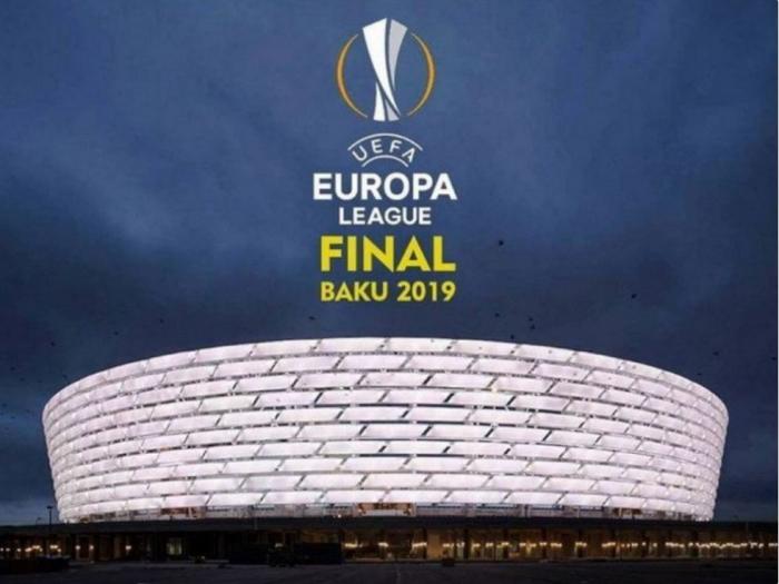 En la final de Bakú 22 niñas acompañarán a los jugadores en la presentación
