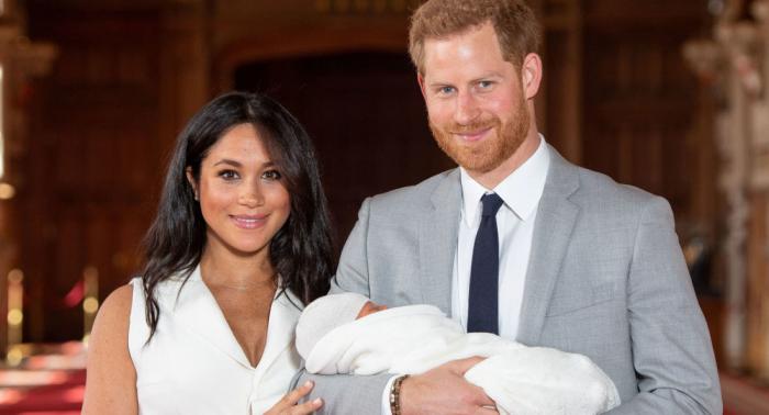 Las redes reaccionan al curioso nombre del bebé del príncipe Enrique y Meghan Markle