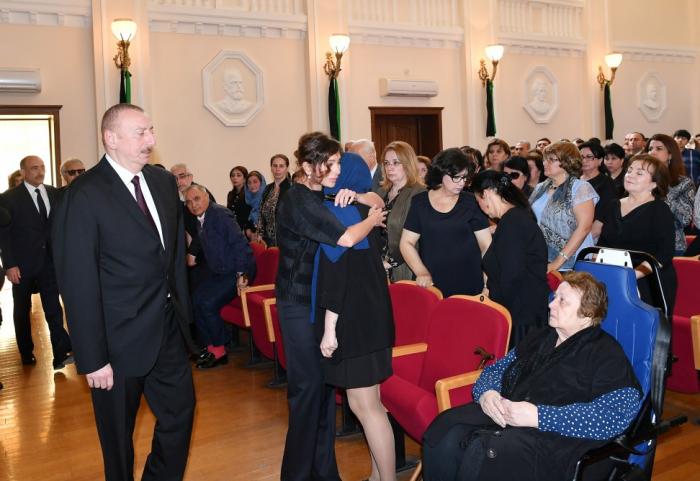 Prezident birinci xanımla Arif Məlikovun vida mərasimində - FOTOLAR