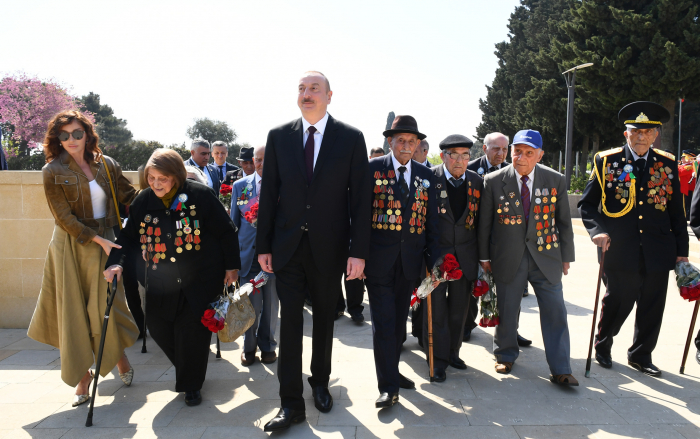 President Aliyev attends ceremony to mark May 9 Victory Day in Baku