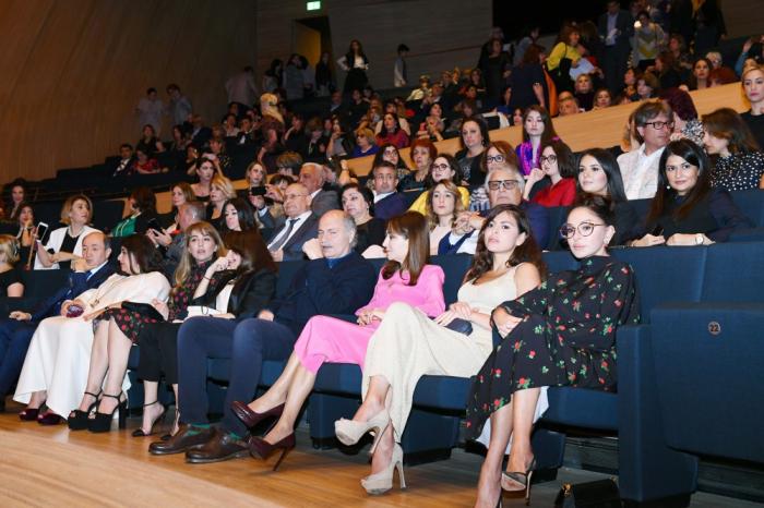 Mehriban Əliyeva qızı ilə konsertdə - FOTOLAR