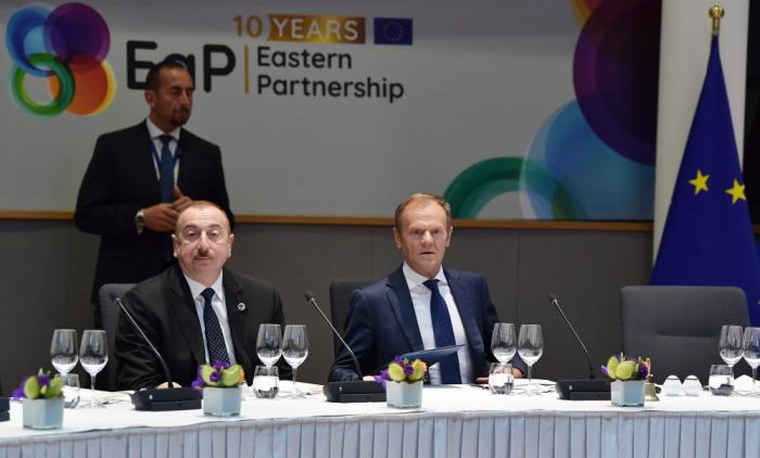 LePrésident Aliyev audîner avec les chefs d