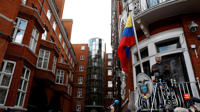 Ecuador will give US all documents & devices Assange left in London embassy