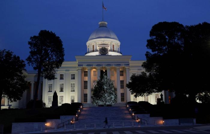 Alabama aprueba una ley que deja al límite de la prohibición total el aborto