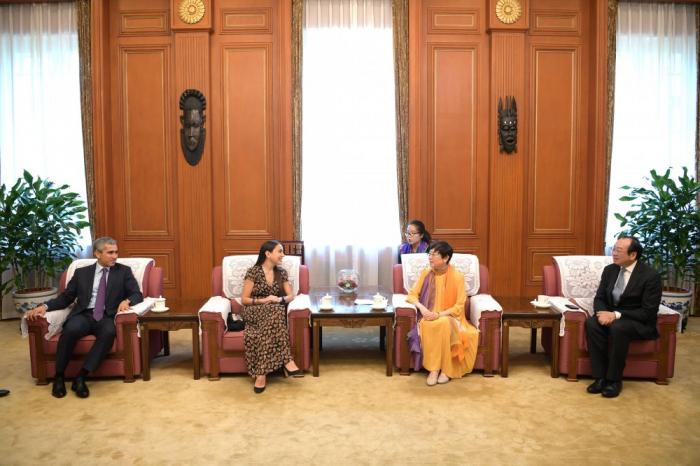 Leyla Aliyeva se reúne en Pekín con la presidenta de la Asociación de Amistad del Pueblo Chino con el Extranjero