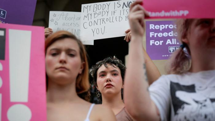 Huelga sexual y protestas:   Cineastas de Hollywood y activistas contra la prohibición de abortos en Georgia
