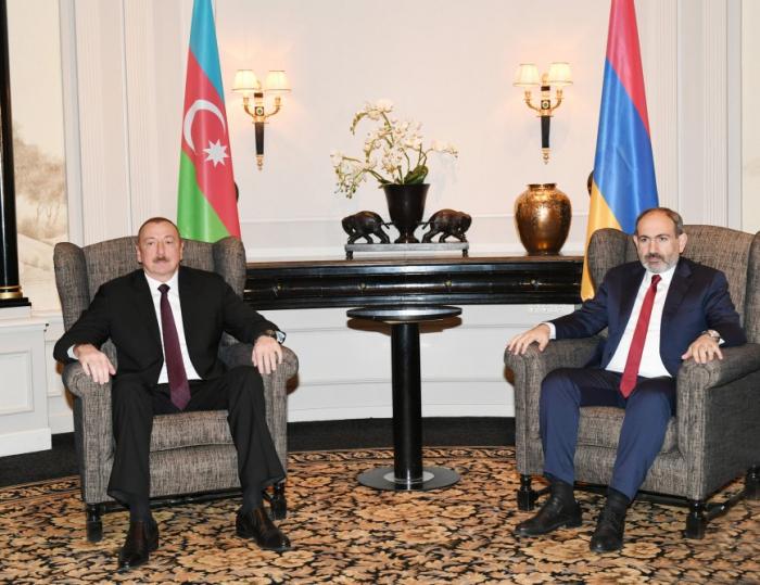 Aserbaidschans Präsident trifft den armenischen Premierminister